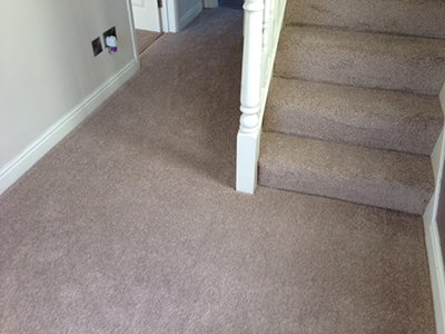 Light coloured carpet in hallway