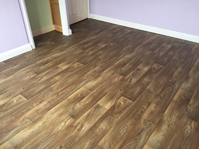 Wood-effect vinyl flooring